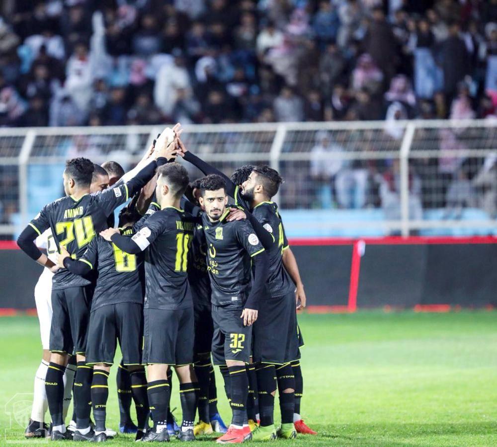 صورة جماعية للاعبي الاتحاد بملعب الباطن.