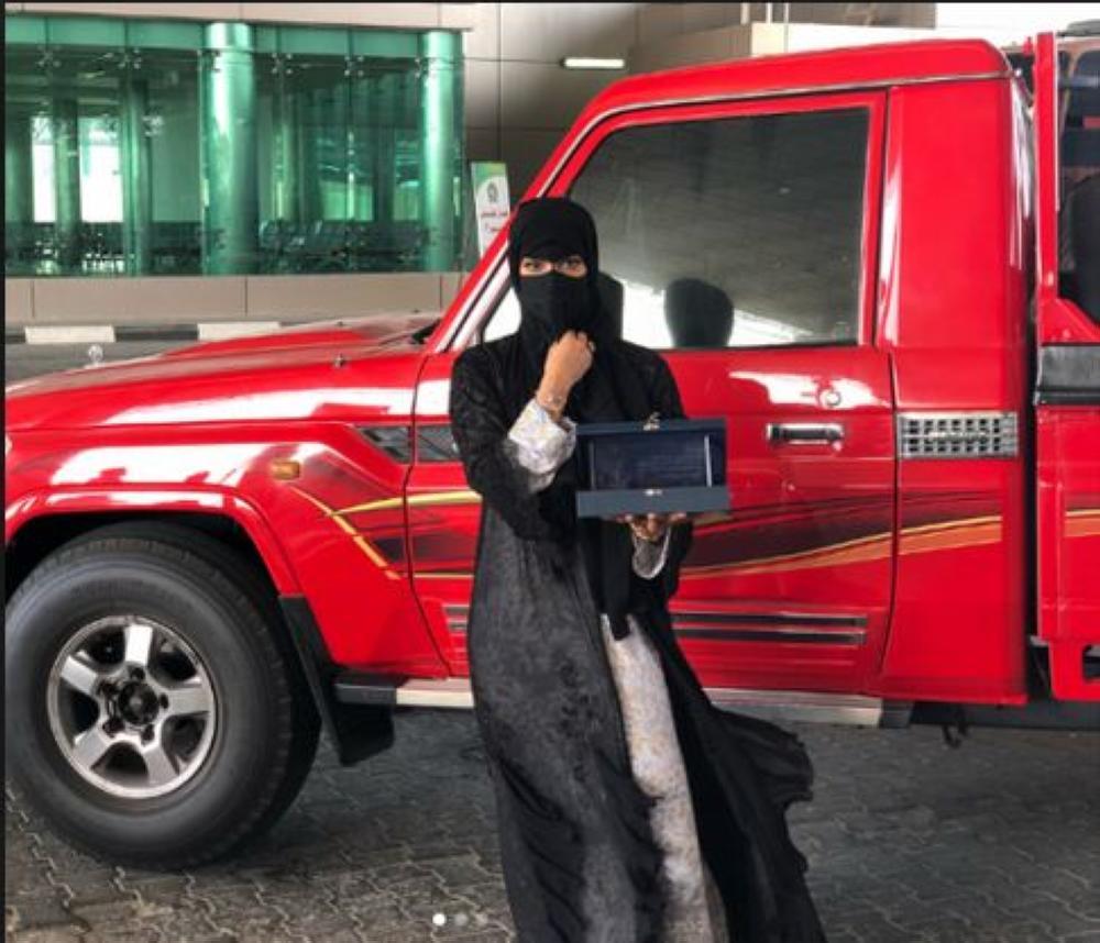كشونة مع سيارتها