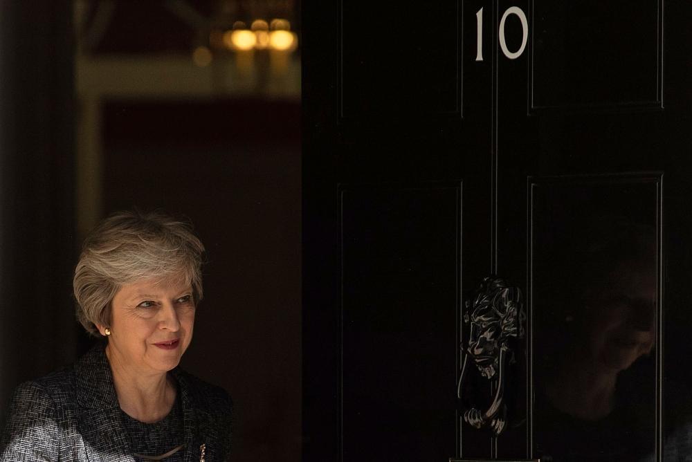 زعيم حزب العمال البريطاني سيدعو إلى اقتراع على سحب الثقة من ماي