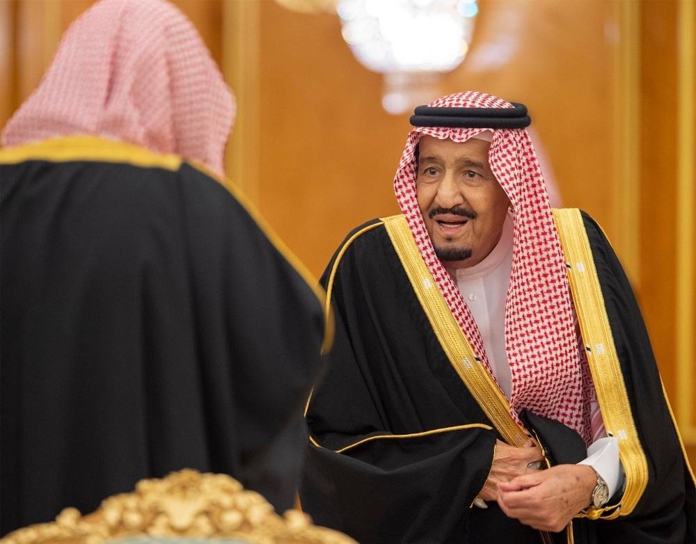 خادم الحرمين لحظة وصوله إلى مقر مجلس الوزراء