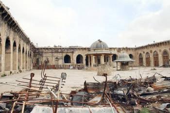 الآليات العسكرية تدمر التراث الثقافي في مدينة حلب القديمة.