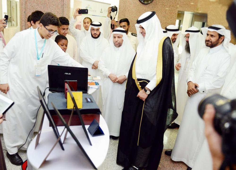 جامعة الملك عبدالعزيز لديها 55 باحثاً ضمن الأكثر استشهادا؛ إذ دشن وزير التعليم السابق كلية الدراسات العليا التربوية قبل 6 أشهر. (عكاظ)