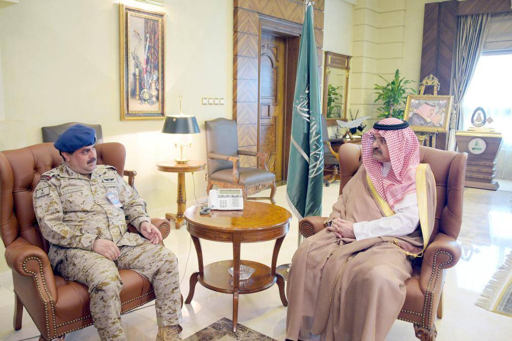 الأمير مشعل بن ماجد مستقبلا اللواء الشمراني.