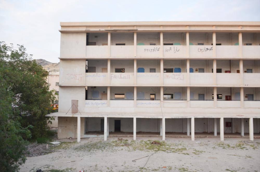 المدرسة تحولت إلى وكر للمخالفين. (تصوير: عبدالمحسن دومان)