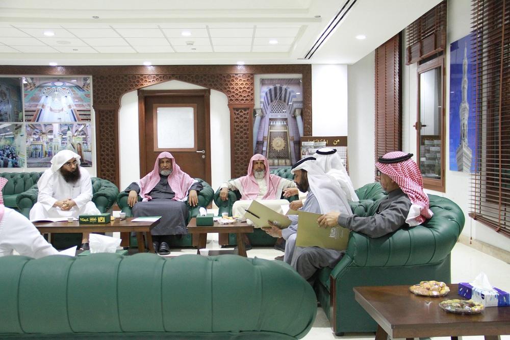 رواد المسجد النبوي يهنئون الخضيري لتعيينه وكيلاً مساعداً