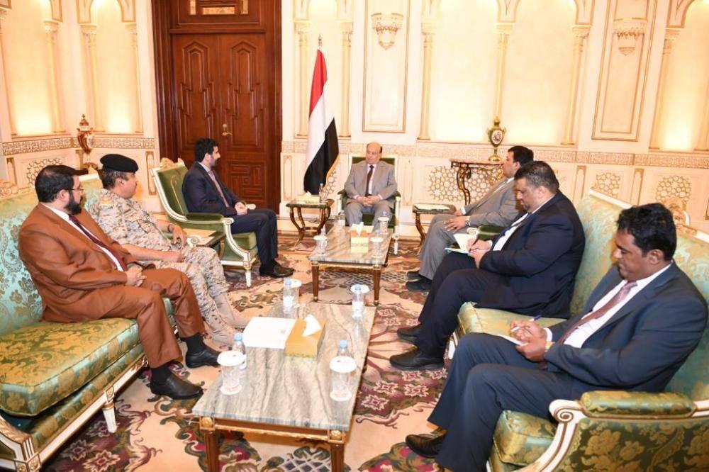الرئيس اليمني ملتقيا محافظي إب وصعدة وصنعاء