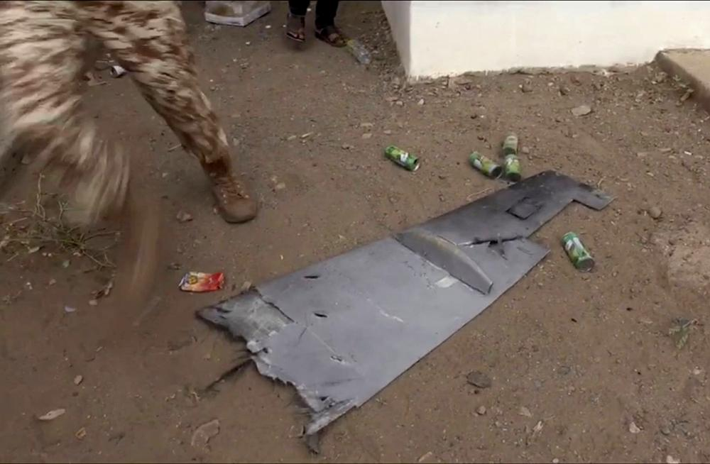 جزء من حطام الطائرة الحوثية