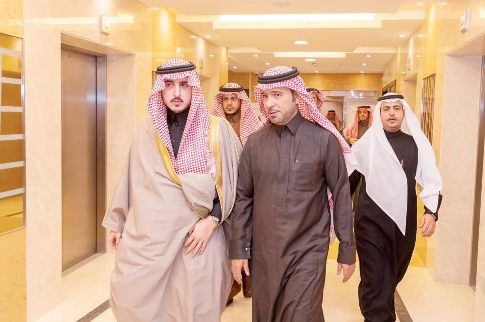 أمير الجوف مستقبلاً وزير الإسكان. (عكاظ)