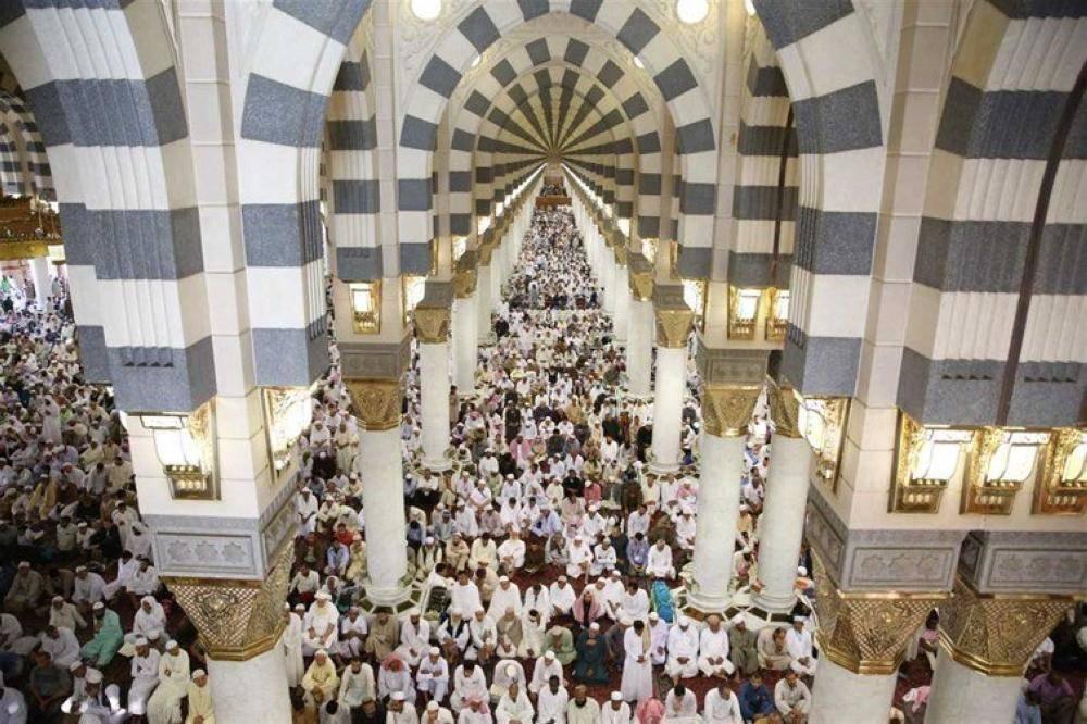 جموع المصلين في المسجد النبوي