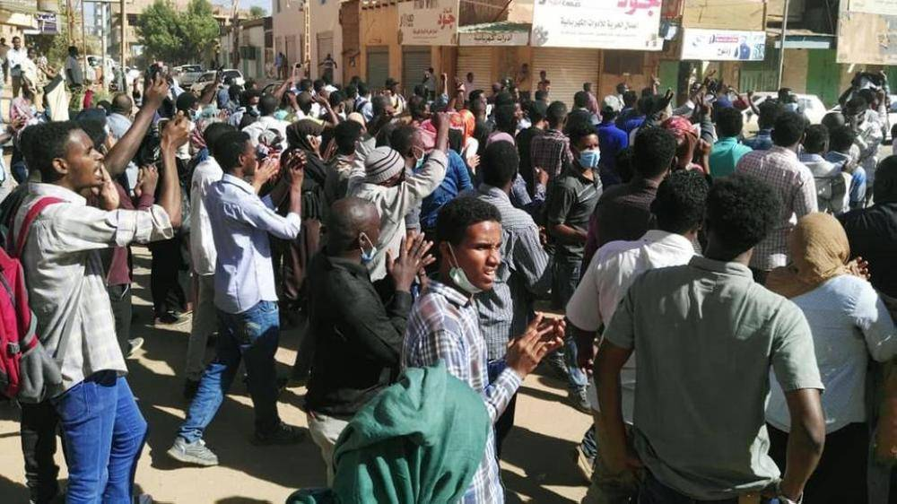سودانيون يتظاهرون ضد الحكومة.( أرشيفية)