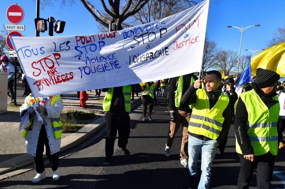 انفجار يهز باريس.. و«السترات الصفراء» تواصل الاحتجاج