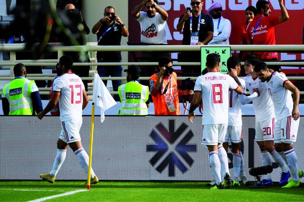 فرحة إيرانية بالفوز على فيتنام أمس.