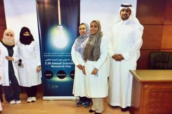 مشاركون في فعاليات يوم البحث العلمي.