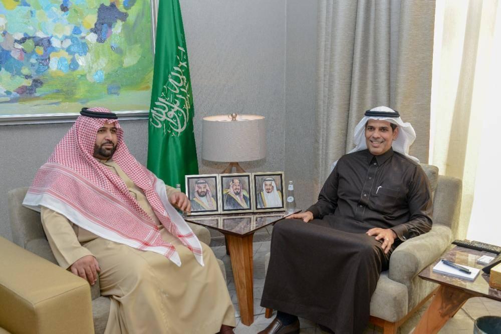 نائب أمير جازان يناقش مشاريع الطرق وتطوير ميناء المنطقة مع وزير النقل