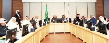 الخليفي يتحدث في اللقاء بحضور رئيس مجلس إدارة غرفة الرياض والمختصين.