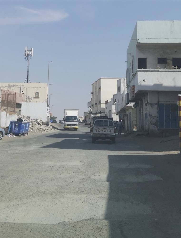 حفريات تنتشر في الشارع الرابط بين المنتزهات وطريق الحرمين