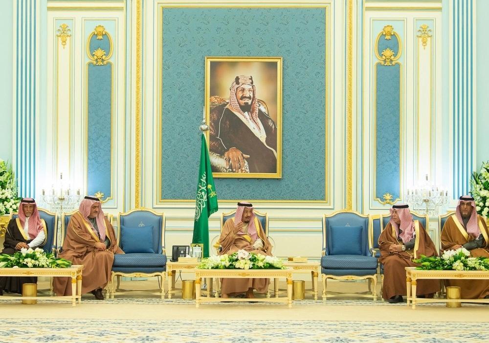 الملك سلمان يستقبل كبار مسؤولي «التجارة» ورؤساء «الغرف» ورجال أعمال