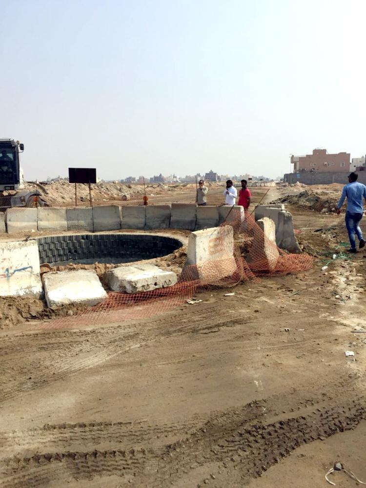 مشروع متعثر في حي الياقوت.