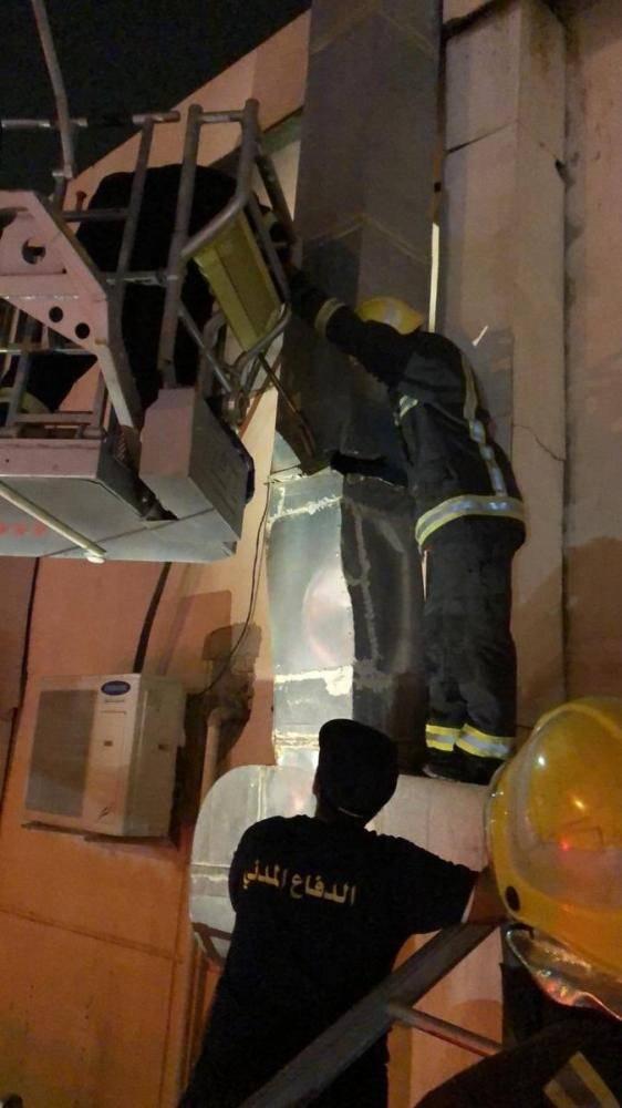 الرياض: إنقاذ شخص احتجز داخل مدخنة مطعم 4 أيام