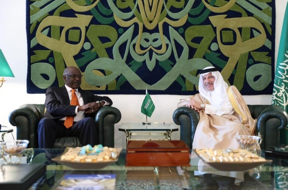 قطان يستعرض العلاقات الثنائية مع وزير «النقل» السوداني