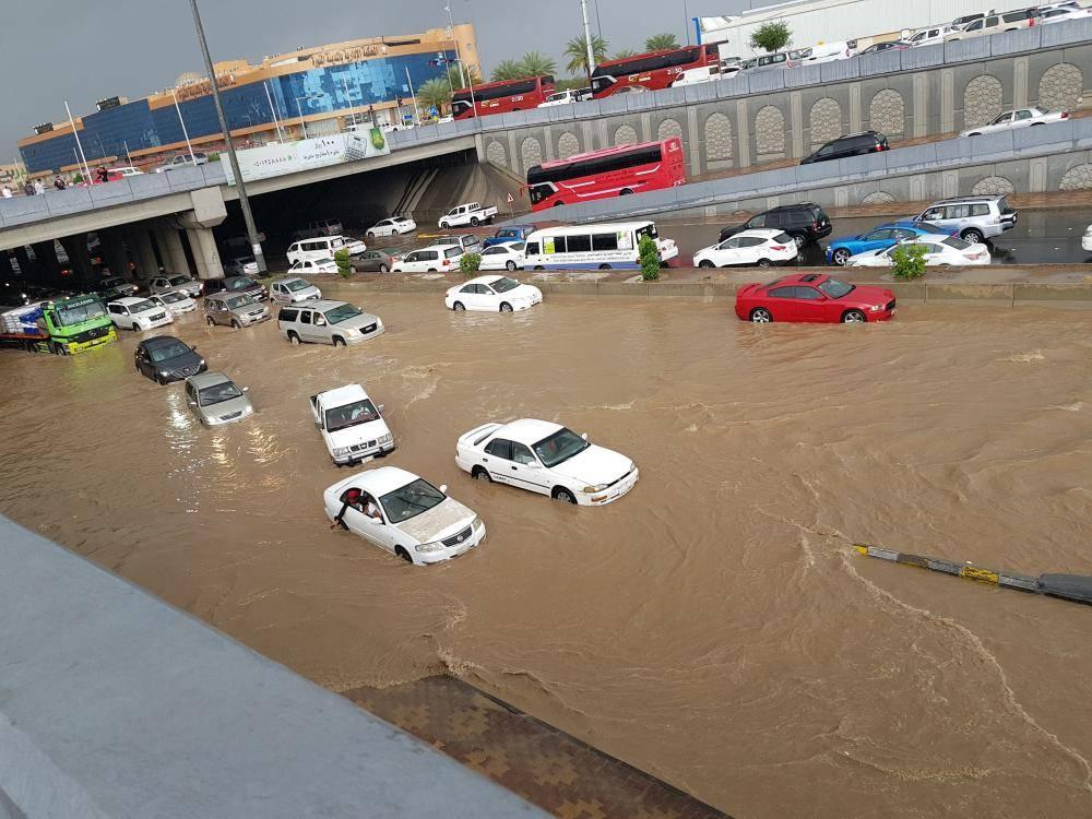 أمطار المدينة تكشف المستور.. أولياء الأمور يتخذون القرار ...