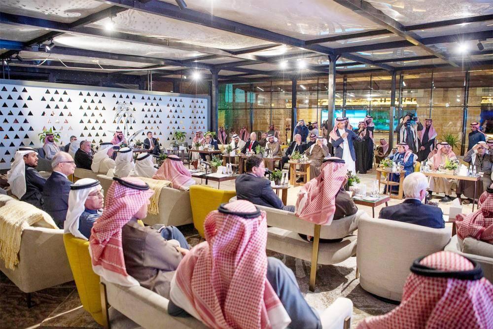 الخطيب أثناء تقديمه عرضا عن فرص القطاع السياحي في المملكة الأربعاء الماضي.