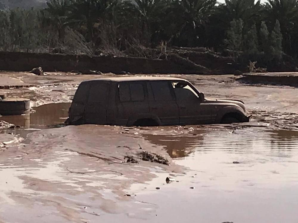 أمطار العلا: وفاة مفقود وإنقاذ 94 محتجزاً وتلفيات بالمركبات والطرق