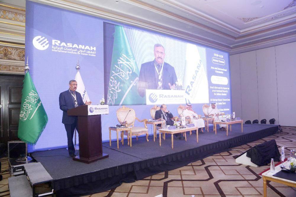 جانب من المؤتمر الذي نظمه المعهد الدولي للدراسات الإيرانية بالرياض أمس. (عكاظ)