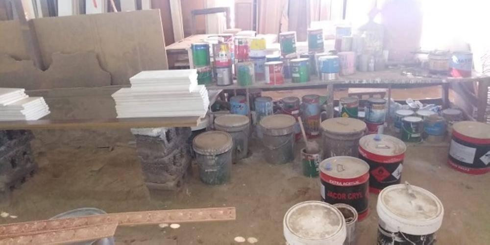 ضبط 4 مصانع مخالفة لإعادة تدوير الخشب والأسفنج في القطيف