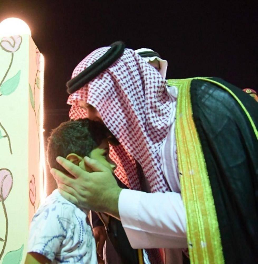 نائب أمير جازان لابن الشهيد لخامي: «أنت بطل مثل أبيك»