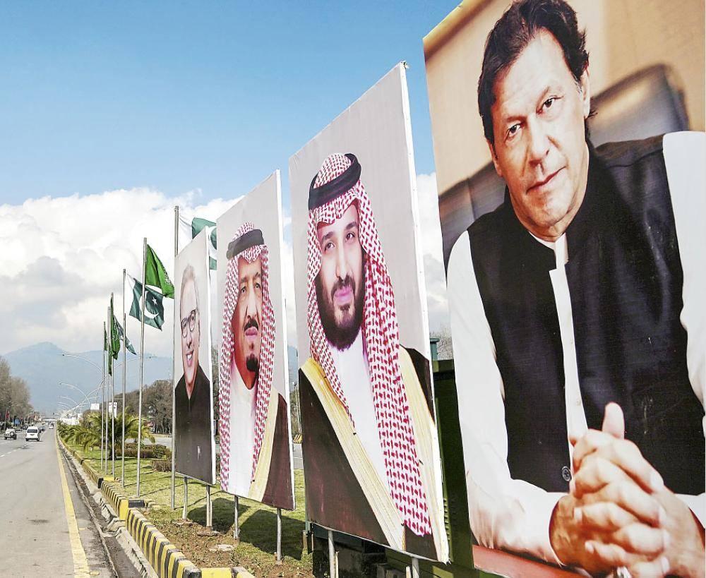 وضعت العاصمة الباكستانية (إسلام أباد) اللمسات الأخيرة على مظاهر الاحتفاء والفعاليات بوصول ولي العهد الأمير محمد بن سلمان. وتزينت الشوارع بأعلام السعودية وصور ولي العهد. .
