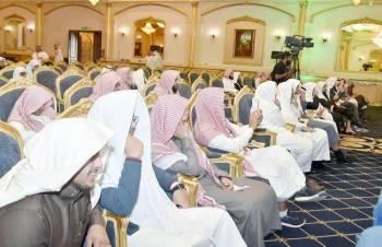 آل الشيخ خلال حضوره التصفيات النهائية لجائزة الملك سلمان لتلاوة القرآن. (عكاظ)