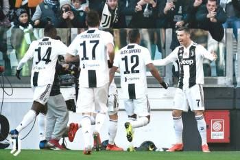 رونالدو لاعب يوفنتوس محتفلاً بأحد أهدافه في إحدى مباريات الدوري الإيطالي.