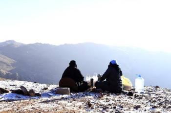 المتنزهون على المرتفعات. (تصوير: فهد العساف) fabed_alassaf@