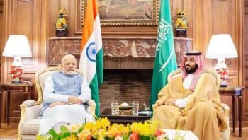 الأمير محمد بن سلمان ملتقياً رئيس الوزراء الهندي على هامش قمة العشرين في بوينس آيرس أخيراً.