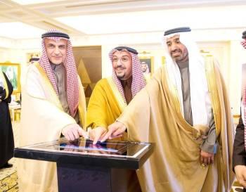 الأمير الدكتور فيصل بن مشعل أثناء تدشين الاتفاقيات مع وزير العمل لدعم التوطين.