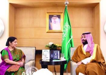 الأمير محمد بن سلمان مستقبلا وزيرة خارجية الهند سوشما سوراج أمس في نيودلهي.