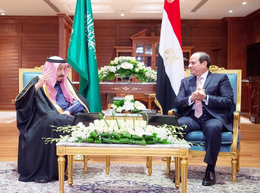 خادم الحرمين مع الرئيس المصري خلال جلسة المباحثات.   (واس)