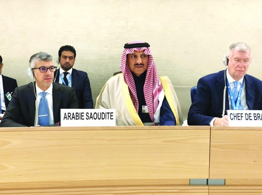 رئيس هيئة حقوق الإنسان الدكتور بندر العيبان خلال الجلسة.