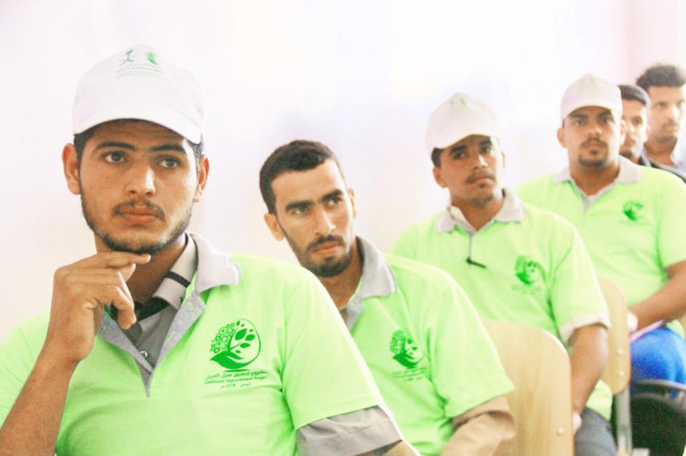 مركز الملك سلمان للإغاثة أقام دورات تدريبية لأبناء شبوة اليمنية لتمكينهم من العمل.