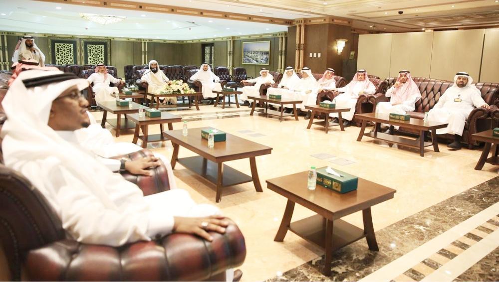 أعضاء الشورى لدى وصولهم مقر وكالة الرئاسة العامة لشؤون المسجد النبوي .