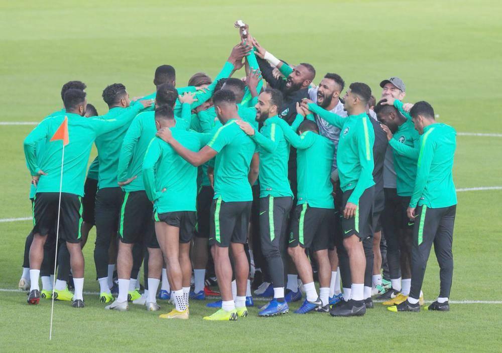 لقطة سابقة للاعبي المنتخب السعودي.