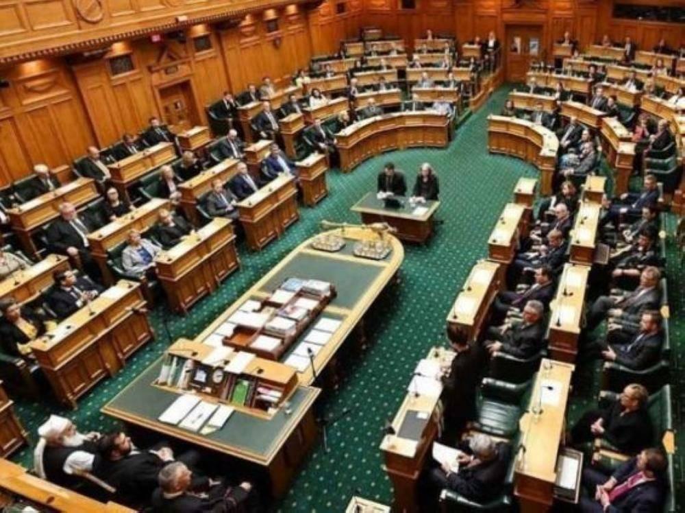 تضامناً مع ضحايا الهجوم الإرهابي.. برلمان نيوزيلندا يستهل جلسته بآيات من القرآن