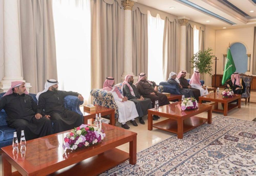«أمير الجوف» يلتقي رئيس وأعضاء فريق عين الصحراء التطوعي