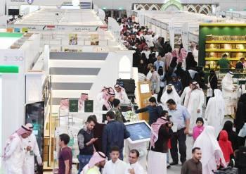 الفعاليات الثقافية تجذب زوار معرض الرياض الدولي للكتاب.