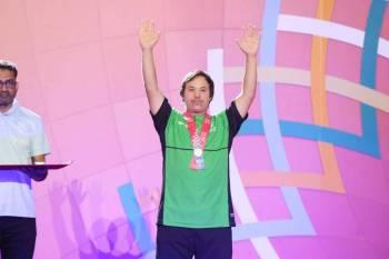 أحد أبطال الاولمبياد السعوديين بعد تتويجه