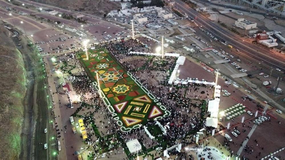 مهرجان الـ«مليون زهرة» يجذب آلاف الزوار والمعتمرين بمكة