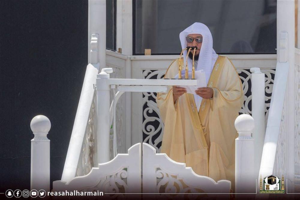 خطيب المسجد الحرام: خطابات العنف والتحريض ضد أي ملة.. إرهاب وتطرف