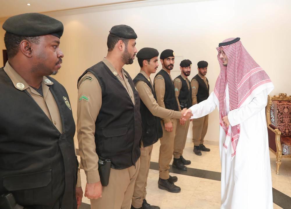 أحمد بن فهد يلتقي بالأجهزة الأمنية المشاركة في فعاليات موسم الشرقية