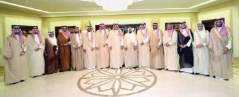 الأمير أحمد بن فهد مستقبلاً رئيس وأعضاء مجلس إدارة غرفة الشرقية.